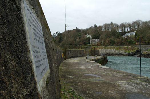 GLANDORE__HARBOUR_MEMORIAL_STONE.jpg