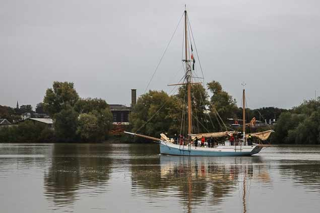 ILEN SAILING UP THE SHANNON