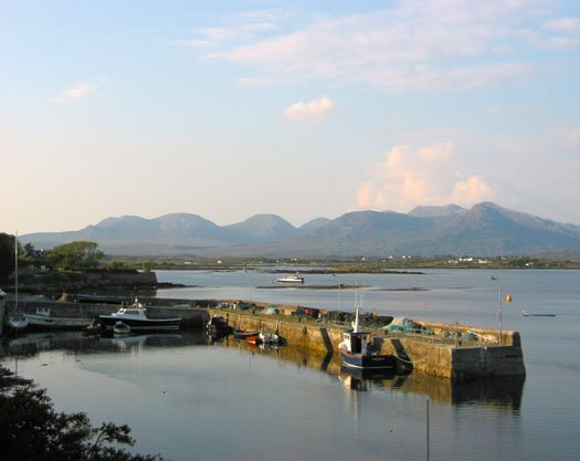 Roundstone_in_Connemara.jpg