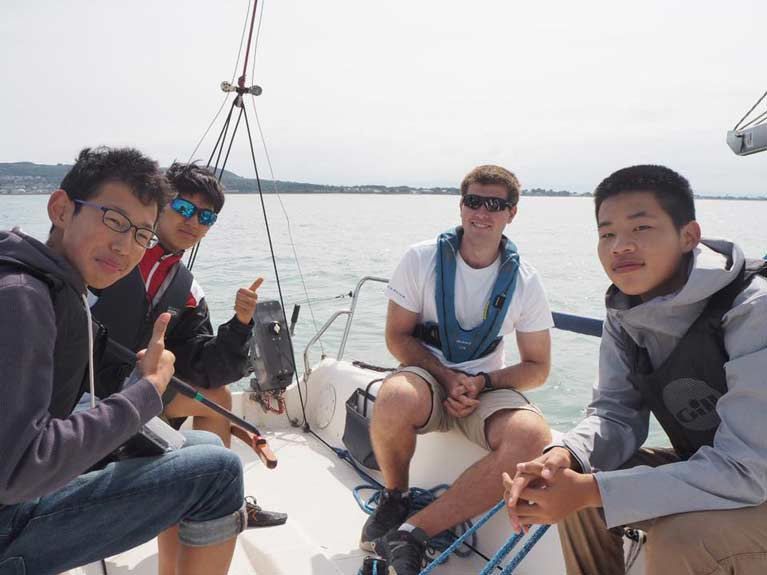 group sailing with instructor2