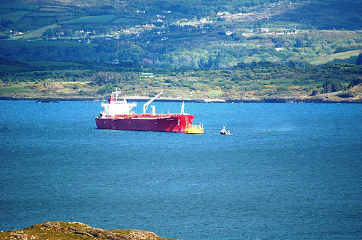 BANTRY BAY - OIL TANKER TRANSHIPMENT