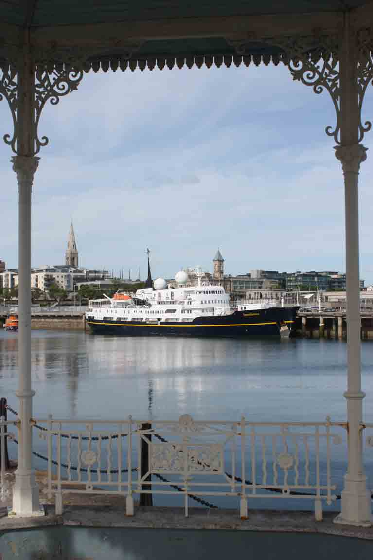Cruise ship dun Laoghaire