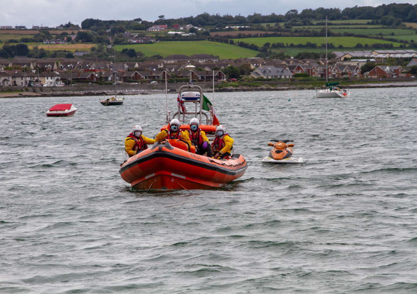 Skerries RNLI towing a broken-down jet ski ashore (RNLI/Gerry Canning)