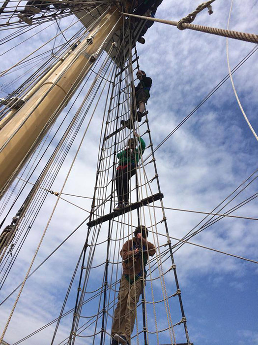 Tall_ship_rigging_aloft