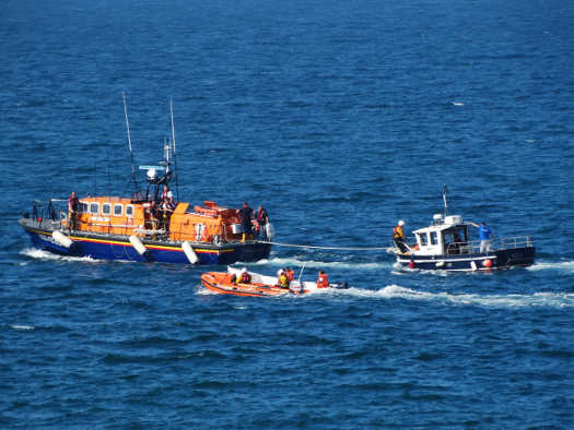 Wicklow RNLI assist grounded vessel