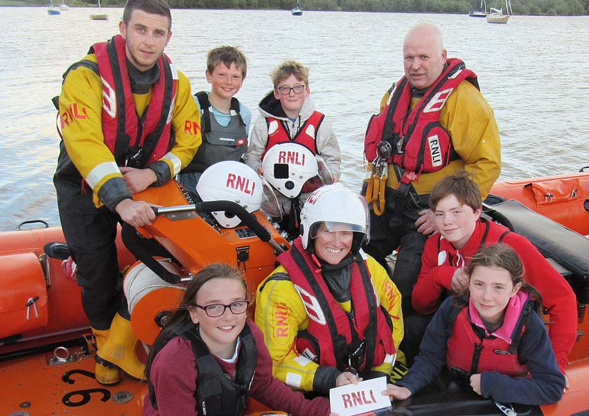 five children go the extra mile for enniskillen rnli