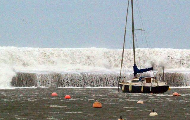 The scene from the East Pier in Howth (Dublin) this afternoon with waves breaking across the pier