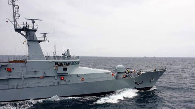 The newest Naval Service patrol vessel L.E. George Bernard Shaw (of the OPV90 P60 class) during the annual fleet exercise FLEX held in recent weeks. AFLOAT also adds two of the remaining three patrol vessels that participated are seen on the horizon. They were (on left) LE Niamh and LE Orla leaving the final member LE Eithne to form the quartet involved out of a fleet total of 9 vessels.