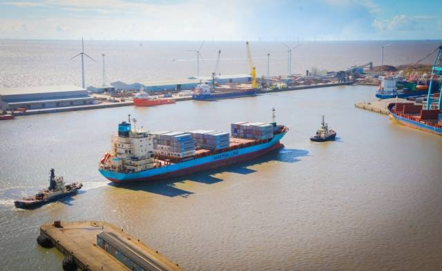 Maersk subsidiary, Seago Line introduces larger containership, Independent Accord on their feeder service: Dublin-Liverpool-Algeciras, Spain. The newcomer replaces Antwerp seen arriving at Liverpool.