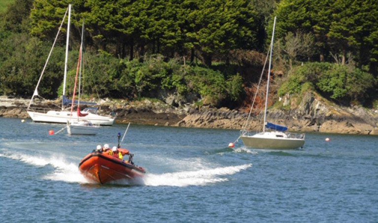 Union Hall RNLI Assist 12 People after Motorboat Gets into Difficulty off West Cork
