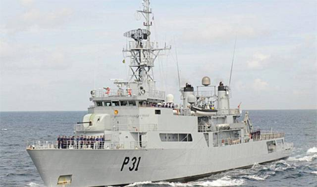 LÉ Eithne crew will accept the 'Freedom of Entry' honour at a ceremony held in Dún Laoghaire Harbour Plaza today, Friday 31 March at 13,00hrs. Afloat add that the LE Eithne's adopted homeport is Dun Laoghaire from where the public are invited to board for tours this afternoon and evening.