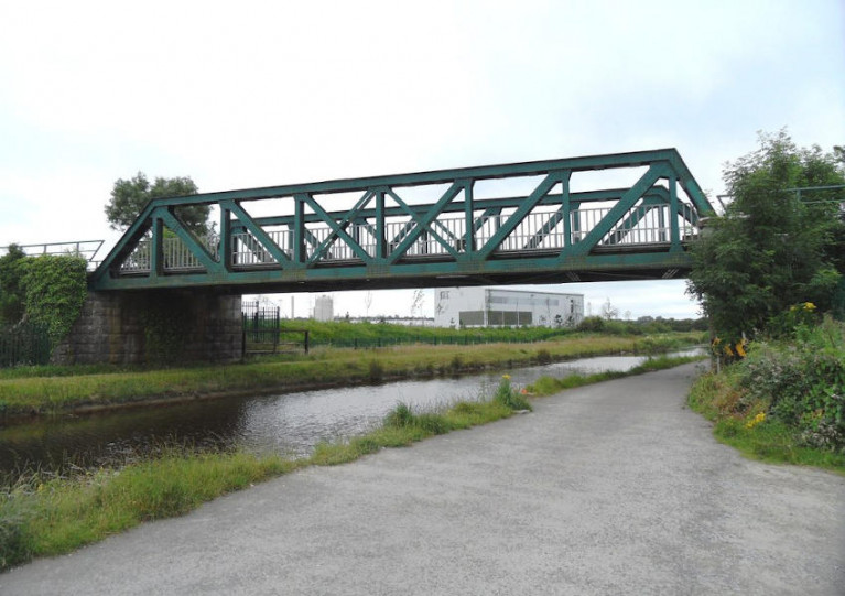 The rail bridge over the Grand Canal west of Tullamore town centre