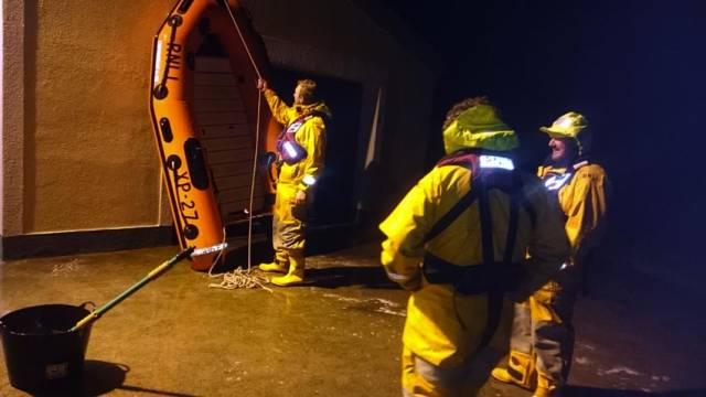 Achill RNLI volunteers prepping their XP rescue dinghy