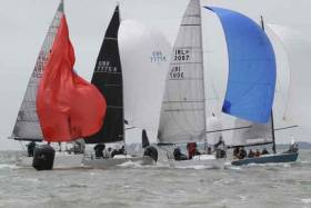 IRL 3087 Anchor Challenge (Paul Gibbons) at a busy mark rounding at the Quarter Ton Cup in Cowes