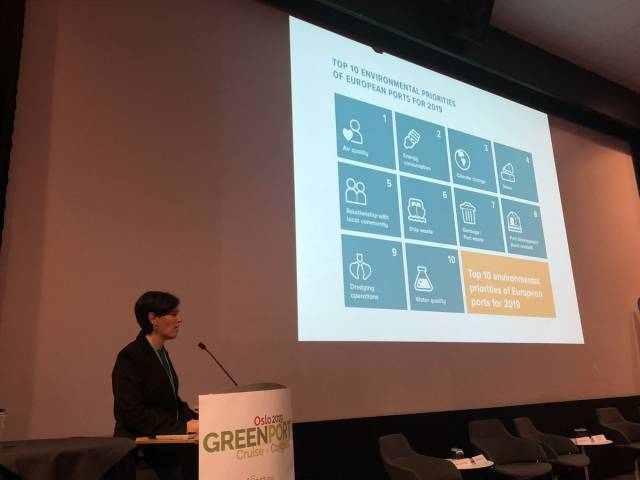 Dr Rosa Mari presenting the ESPO environmental report 2019 at the GreenPort Congress in Oslo, Norway