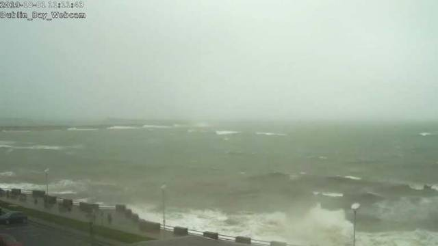 Dublin Bay Live Webcam: Big Waves at Dun Laoghaire