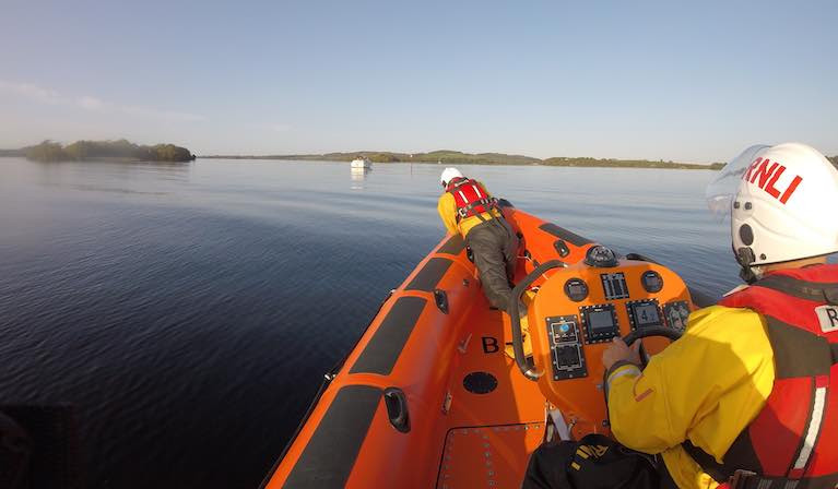 Lough Derg RNLI approach the cruiser aground