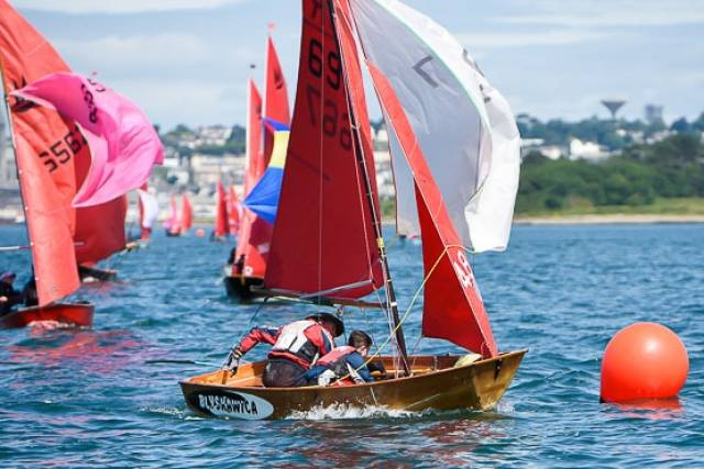 Mirror dinghies racing for Euro honours in Cork Harbour. Scroll down for Bob Bateman's photo gallery below