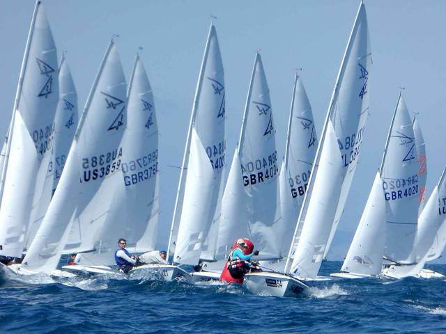 A crowded weather mark in the dramatic last race of the flying Fifteen Worlds in New Zealand
