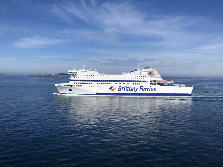 Another By-Pass Brexit Route? Operator, Brittany Ferries, is considering its options as plans are in progress for a further Ireland-France freight route connecting with the Breton ports of Roscoff and St Malo using the ro-pax cruiseferry Armorique. Could both Cork and Rosslare be the benefactors? As for Armorique, AFLOAT has tracked to Le Havre where it is laid-up along with Bretagne, the first 'cruiseferry' to operate the Cork-Roscoff route in 1989.