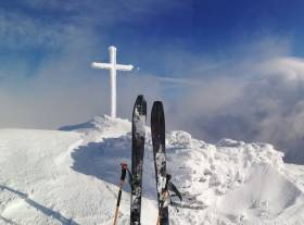 Skis up at the summit of Carrauntoohil before Damian Foxall made his descent down the Shoulder of Corrán