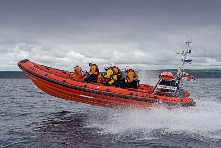 Youghal RNLI Involved in Multi-Agency Rescue of a Person Cut off by the Tide