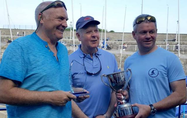 David Gorman (right) & Chris Doorly (left) of the NYC are presented with the Facet Trophy by Pat Shannon