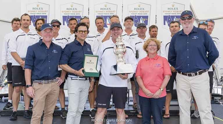 Ichi Ban crew with Tasmanian Premier Will Hodgman, General Manager of Rolex Australia Patrick Boutellier, Ichi Ban owner Matt Allen, RYCT Commodore Tracy Matthews and CYCA Commodore Paul Billingham, with the Rolex timepiece and Tattersall Cup