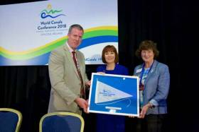 IWAI President John Dolan (left) Minister for Culture Heritage and the Gaeltacht Josepha Madigan (centre) and Waterways Ireland Chief Executive Dawn Livingstone