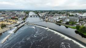 The Shannon flowing through Athlone; the conference venue is upstream of the bridge, on the waterfront, to the right of the marina