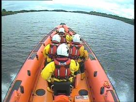 Carrybridge RNLI's inshore lifeboat en route to the grounded cruiser west of Knockninny