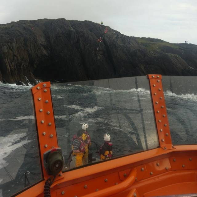 Castletownbere RNLI guided the local coastguard team to the casualty trapped on a ledge in the Dursey Sound