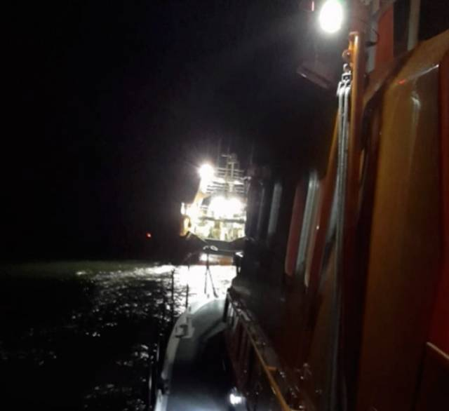 Valentia RNLI escorting the fishing vessel to Dingle Harbour