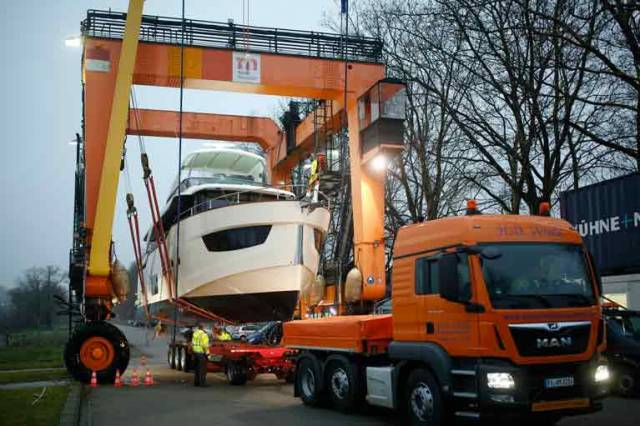 "First yachts are arriving – ""Big Willi"" is flexing its muscles for Boot Düsseldorf 2018"