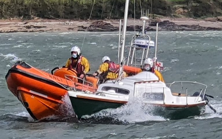 Youghal RNLI Launch to 19ft Yacht Free of its Mooring