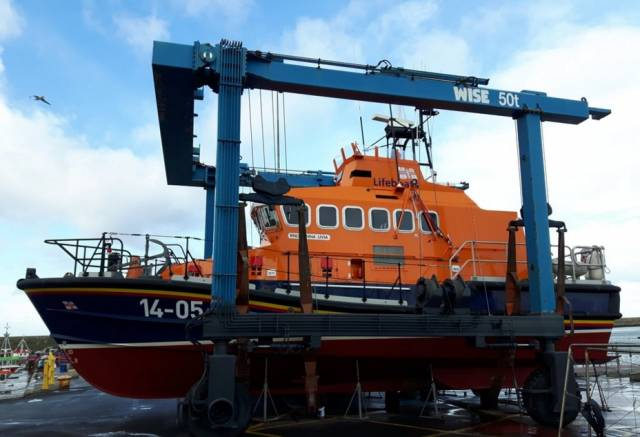 MGM's 50 ton travel hoist lifts the Dun Laoghaire lifeboat