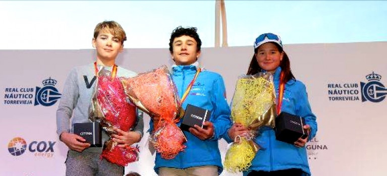 Rocco Wright (Silver), Alessandro Cortes (Gold) and Lisa Vucceti (bronze and First Girl) on the podium after the Euromarina Optimist Trophy series in Alicante.
