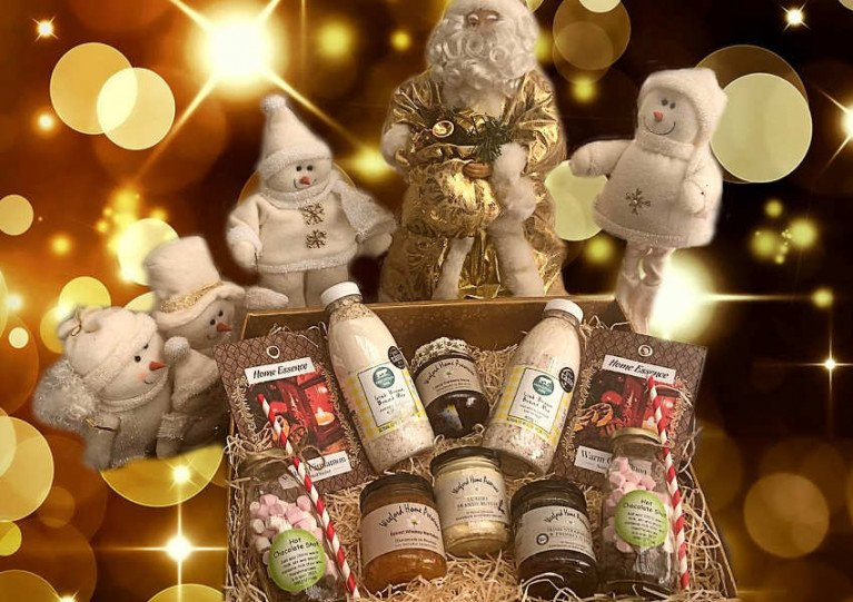 Royal St George Now Taking Orders for Deluxe Christmas Hampers