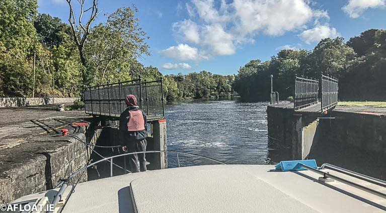 Lock & bridge passage is available on the Shannon Navigation