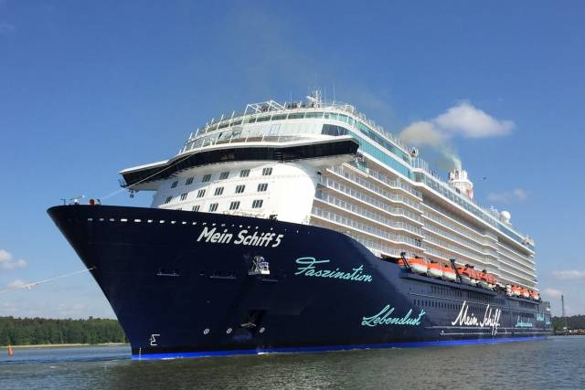 Brand new German cruiseship, Mein Schiff 5 which is making its first ever visit to an Irish port had to change ports due to high winds
