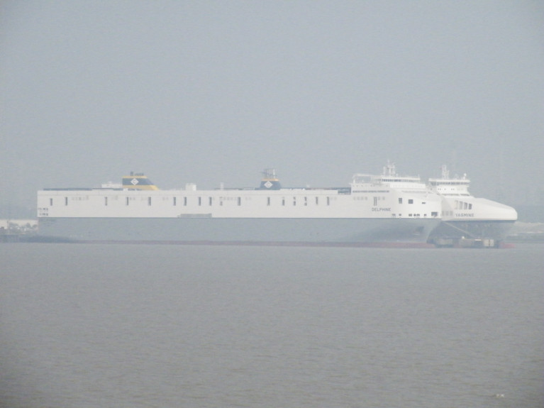 As from last week, Luxembourg based CLdN Ro Ro S.A. added 25% extra capacity on both Rotterdam-London and Rotterdam-Humberside routes, where above AFLOAT's photo at the North Sea port (Killingholme) is berthed 'Brexit-Buster' Delphine which occasionally serves Dublin-mainland Europe routes to Zeebrugge and Rotterdam. Alongside is a fleetmate Yasmine which too operates at times on the Irish routes.