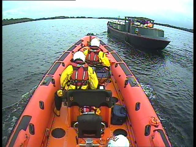 Carrybridge RNLI Assist Boat with Three People on Board Which Had Run Aground