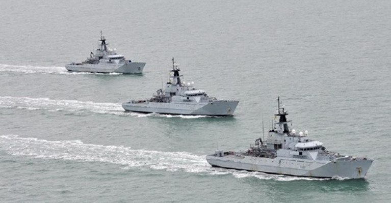The British Ministry of Defence (MoD) has confirmed that four Royal Navy 'gunboats' have been placed on stand-by to guard British waters from EU trawlers if there is no agreement. Above AFLOAT adds a trio of the 'River' class fishery patrol vessels.