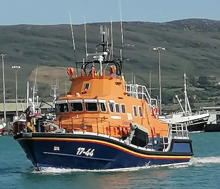Castletownbere RNLI Lifeboat Launches to Fishing Vessel Requiring Assistance