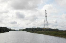 Power lines like this one over the Manchester Ship Canal in the UK pose a risk to vessels with large air draughts