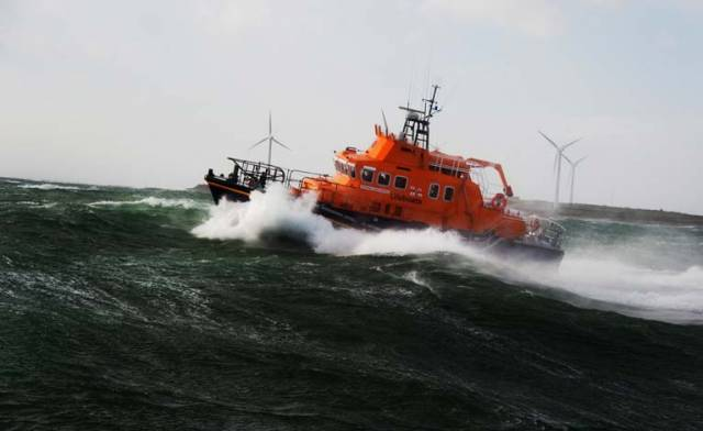 Once on scene the lifeboat crew checked that the two onboard were safe and well before attempting to tow the vessel off the rocks