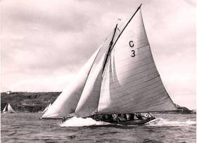 A Cork Harbour One Design heading seaward in style. This 1895-96 William Fife design is one of many vintage One-Designs still sailing in Ireland which are of special interest to international boat-building schools