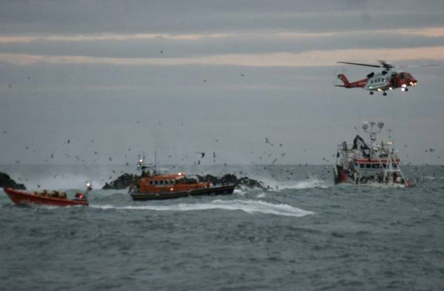 Portaferry and Newcastle RNLI working with Rescue 116 to rescue the crew of the grounded fishing boat
