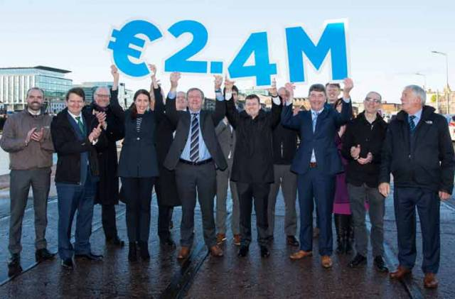 Minister for Agriculture, Food and Marine, Michael Creed TD (centre) along with Dr. Peter Heffernan, Marine Institute CEO and representatives of 12 Irish companies in the marine sector that will receive investment funding totalling €2.4 million over 3 years.  The twelve grants of up to €200,000 each are being provided to companies and company-led consortia with universities to  support novel research and the development of new technologies in key growth areas such as marine engineering, renewable energy and the blue bio-economy