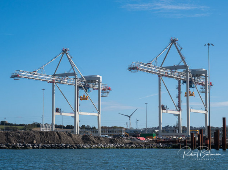 The new post-Panamax size ship-to-shore cranes